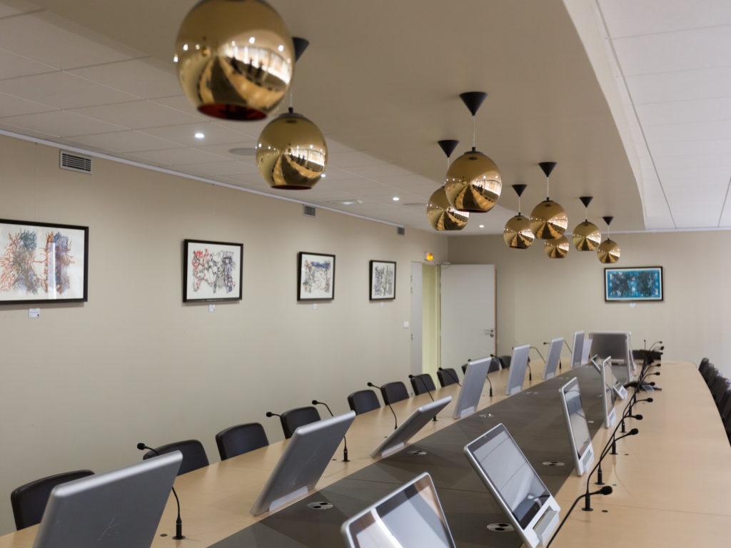 Donner du sens aux bureaux et à la vie en entreprise, c'est possible, en proposant aux salariés et clients des expositions d'art contemporain.